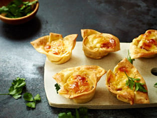Balsamic-Vinegar-and-Onion-Cheddar-mini-quiche-cups